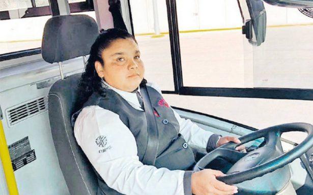 Mujeres y el reto de manejar un Metrobús