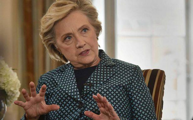 Clinton acusa a WikiLeaks de trabajar con Rusia y opacar videoescándalo de Trump