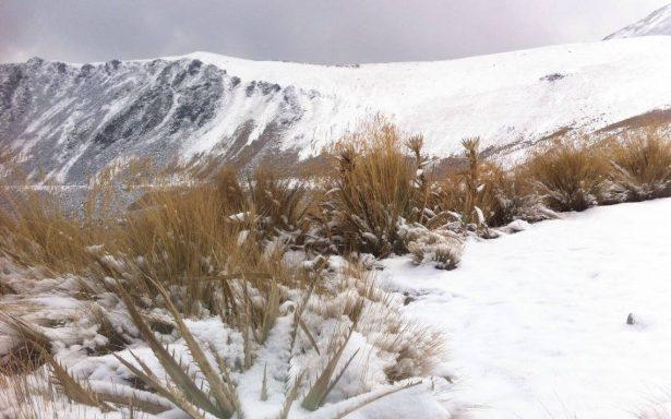 Amanece de blanco el Nevado de Toluca
