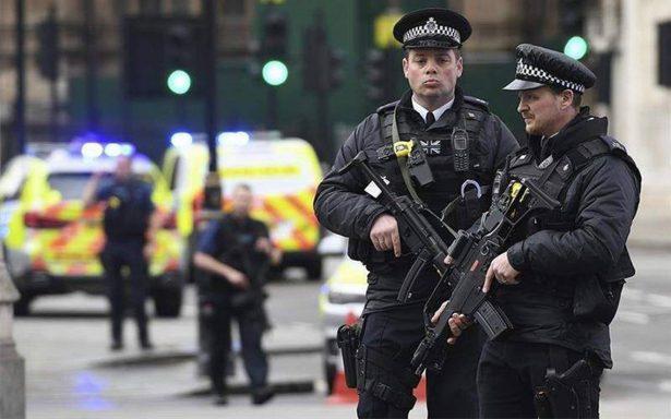 Reportan varios heridos y un hombre detenido tras incidente con un auto en Londres