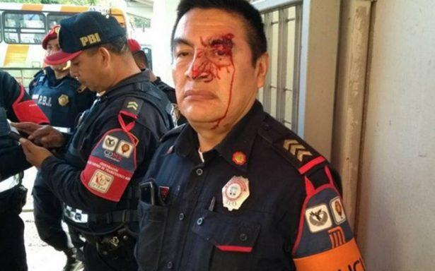 Hombre en silla de ruedas agrede a policía en metro Taxqueña