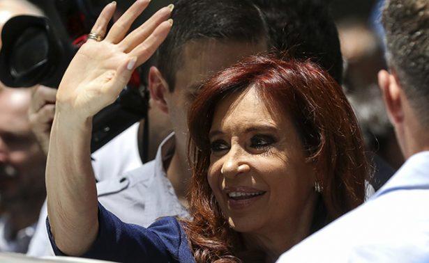 Ordenan embargo de 10 mil millones a Cristina Fernández