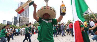 Le pide matrimonio a su novia en pleno festejo por victoria de México