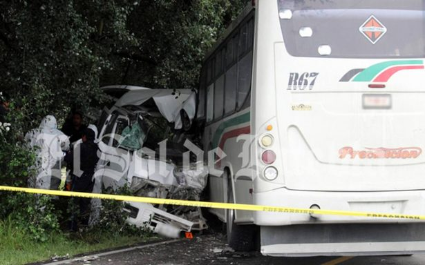 Chofer se queda dormido y causa accidente en la Puebla-Veracruz; hay ocho muertos