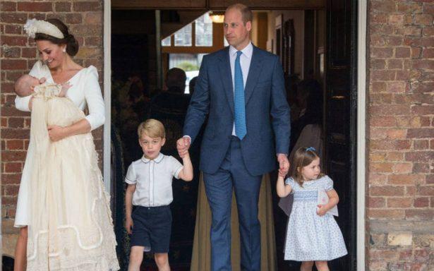Crecen rumores sobre la salud de la reina Isabel, no asiste al bautizo del príncipe Louis