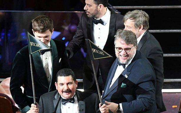 Guillermo del Toro sale del Oscar y lleva tortas a una sala de cine