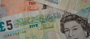 Libra se desploma ante el dólar: sufre su peor caída tras renuncia de ministros del Brexit