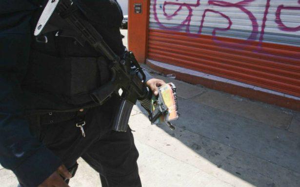 Cae sujeto que asaltó microbús con pistola de juguete
