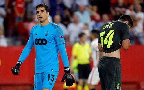 Sevilla golea al Standard de Lieja de Guillermo Ochoa