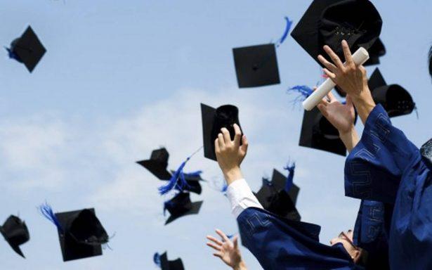 [VIDEO] Estudiante se lleva el dinero de la graduación, los deja vestidos y alborotados
