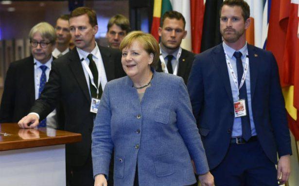 Schulz aceptó negociar una gran coalición con Merkel, pero la solución aún está lejos