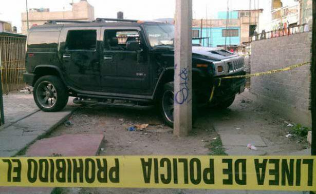 Abandonan cadáver de un hombre dentro de Hummer en Iztapalapa