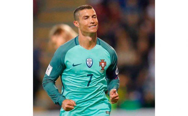 Cristiano Ronaldo presenta por primera vez a sus hijos gemelos