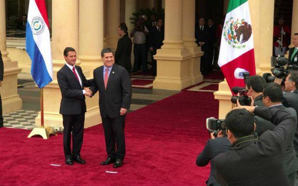 Presidente de Paraguay recibe a Peña Nieto en el Palacio de los López