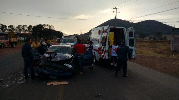 Dos adultos y tres menores, lesionados en aparatoso accidente