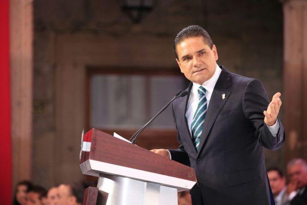 Llama Silvano Aureoles a la unidad ante complicado escenario económico en el país