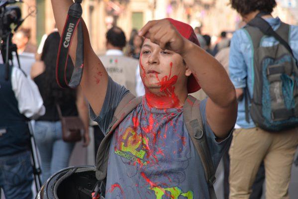 Seguridad y derechos laborales, exigen periodistas
