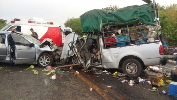 Encontronazo en la autopista Siglo XXI; 6 personas lesionadas