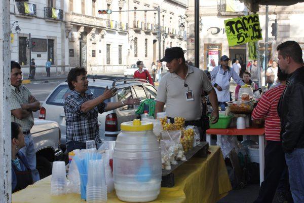 Ambulantes deben pagar hasta mil pesos de multa por vender en las calles