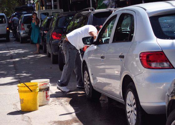 Timan a lavacoches  con regular el servicio