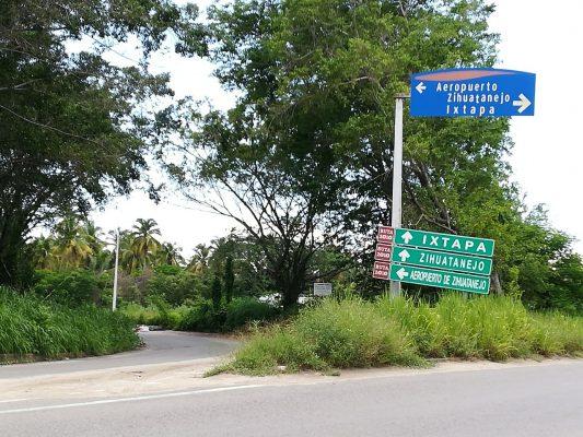 Arrojan a un hombre asesinado al Boulevard Aeropuerto en Zihuatanejo