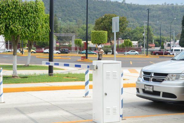 Exige regidor se cumpla con reglamento de estacionamientos