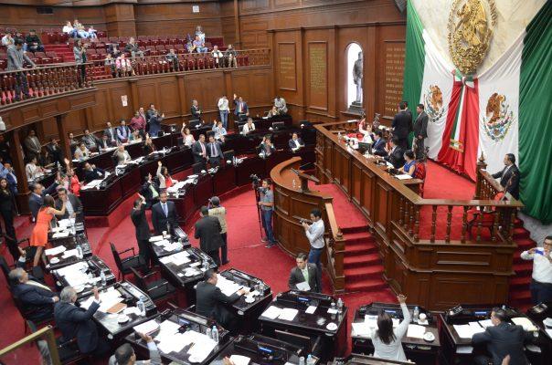 Hoy recibe Congreso a Silvano Aureoles