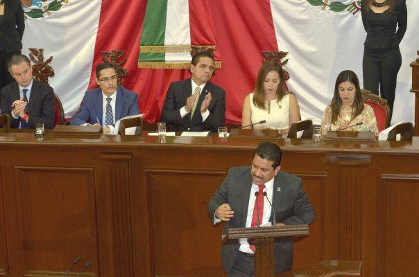 Congreso, entre la crítica y el reconocimiento a Silvano