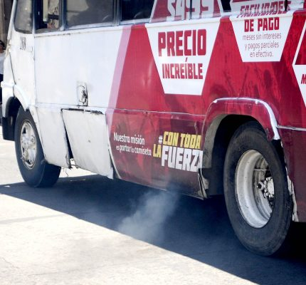 De mil 200 pesos, multas a vehículos contaminantes