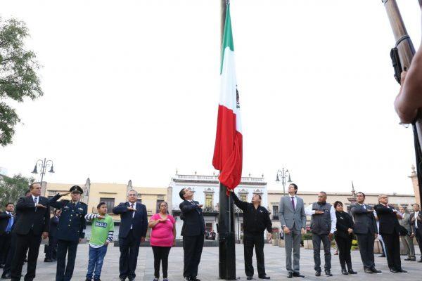 Conmemoran Gobernador y familiares a víctimas del 15-S
