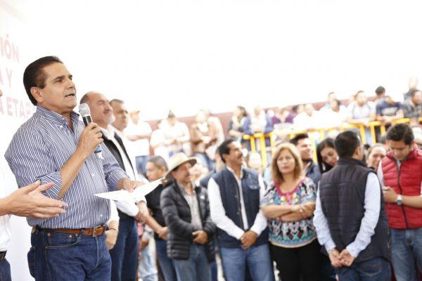Entrega Silvano Aureoles reconstrucción de entronque carretero Toluca-Morelia, en Zitácuaro
