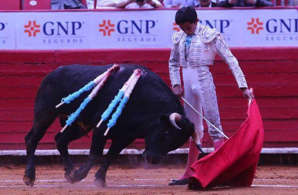 Carlos Mauricio Medina partirá plaza hoy con nuevos bríos