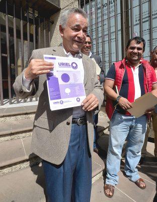 Se apunta ante INE Uriel López Paredes para senador independiente