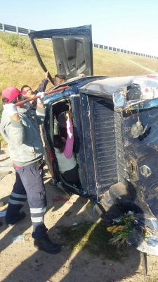 Sufre fuerte accidente una familia de Michoacán