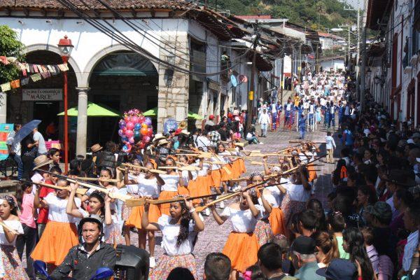 Un éxito, el desfile revolucionario en Tacámbaro