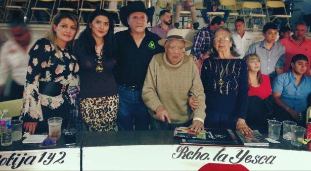 Fausto Fuentes, el gallero más longevo, homenajeado
