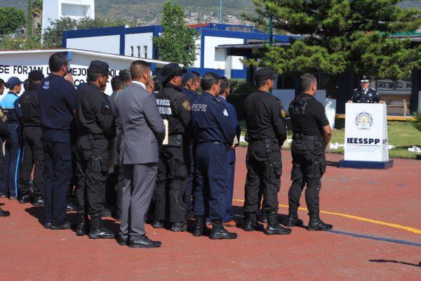 Capacitan a policías en lenguaje de señas