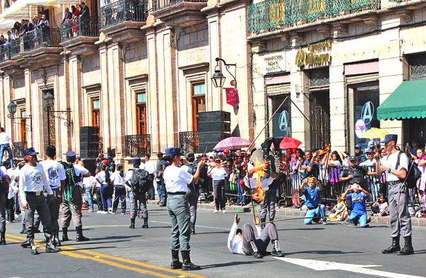 Saldo blanco en desfile conmemorativoCVII Aniversario del inicio de la Revolución Mexicana