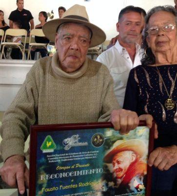 Fausto Fuentes, el artista y gallero más longevo del país