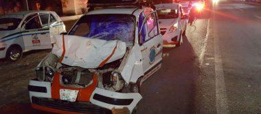 Taxi se impacta contra un semoviente