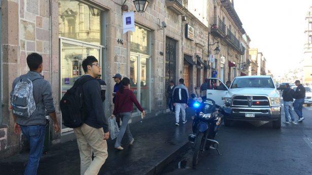 Sujetos asaltan Banbajio en el Centro