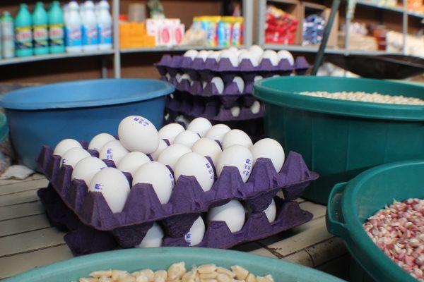 Se mantiene caro el huevo