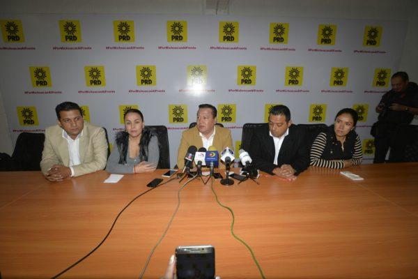 Hombres del PRD resisten entrega de 50% de candidaturas a mujeres