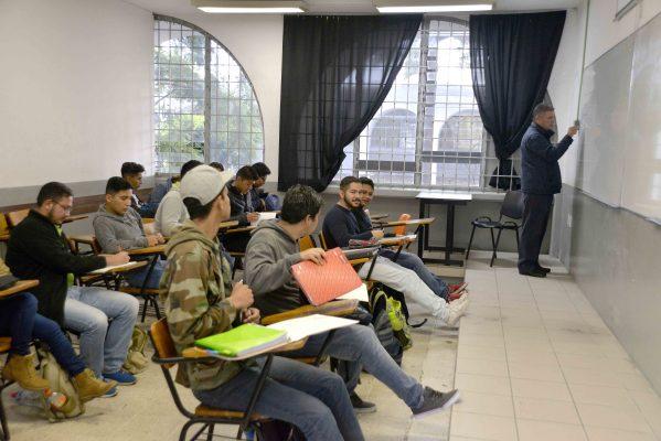 Ofrece UMSNH incremento salarial de 3.40% a docentes