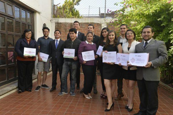 Premian iniciativas de jóvenes