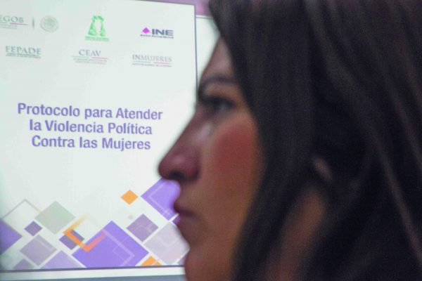 Mujer política, letra muerta