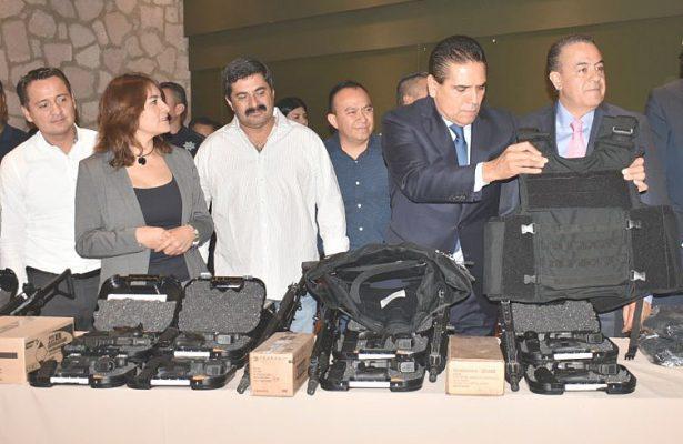 Equipamiento para 17 municipios, con fondos policiacos