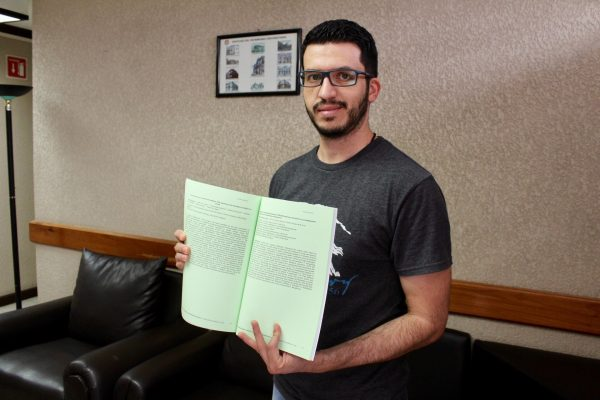 Estudiante nicolaita gana concurso internacional sobre carteles  científicos, en Francia