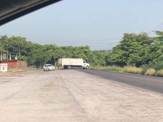 Tras enfrentamientos se registran bloqueos en Tierra Caliente