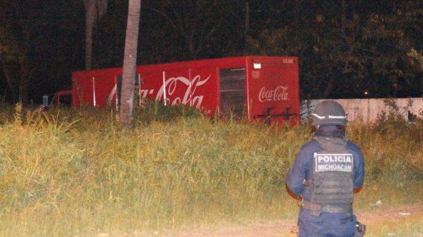 Policía Michoacán recupera camión de una empresa refresquera